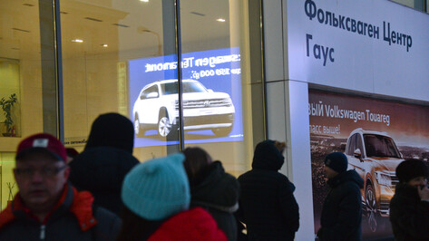 Сотрудникам воронежского автосалона задолжали по зарплате почти 1 млн рублей