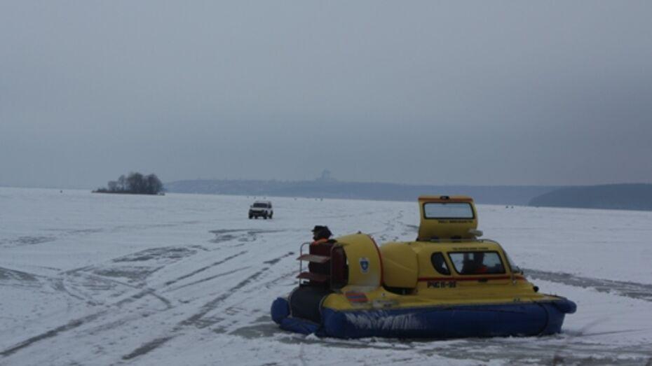 Спасатели рассказали рыбакам, как определить прочность льда