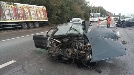 Житель Рамонского района на Audi врезался в отбойник и погиб