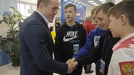 Чемпион мира Денис Лебедев открыл юношеский турнир по боксу в Воронежской области