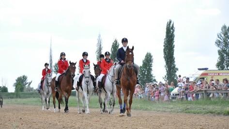 В Павловке прошли конноспортивные соревнования, посвященные Дню защиты детей.