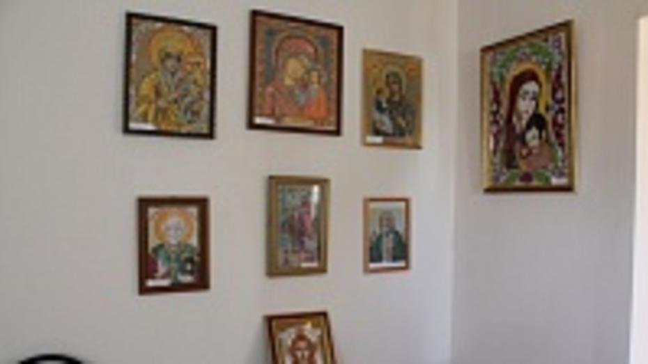 В хохольском музее «Мастера» открылась выставка вышитых бисером икон «Прикосновение к чуду»