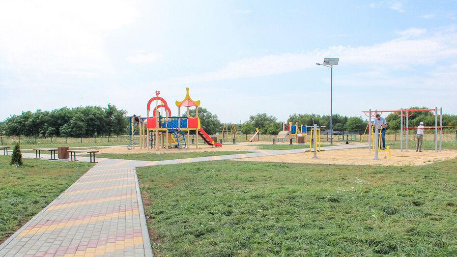 Сквер с детской площадкой на месте пустыря сделали в лискинской слободе Екатериновка