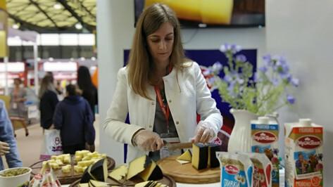 Воронежский «Молвест» показал в Китае сыр, масло и молоко