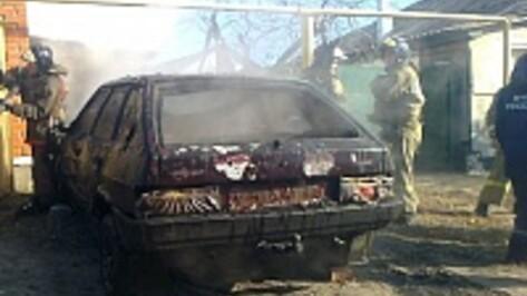 В Лисках в гараже сгорел «ВАЗ»