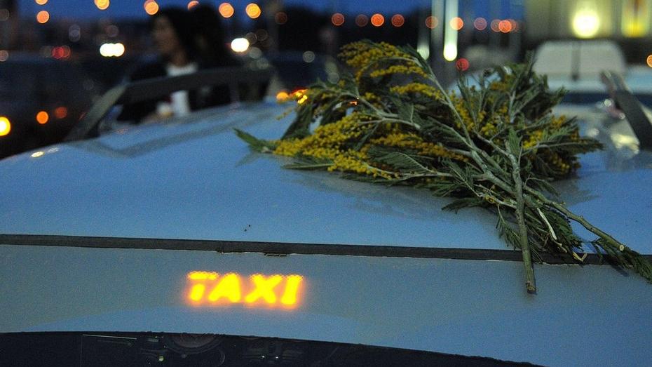 Воронежские таксисты провели массовую акцию против снижения тарифов на перевозки