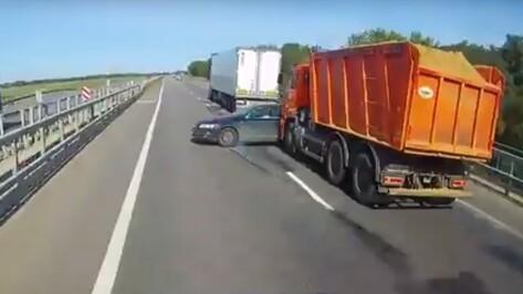 Авария с пострадавшей годовалой девочкой на трассе в Воронежской области попала на видео