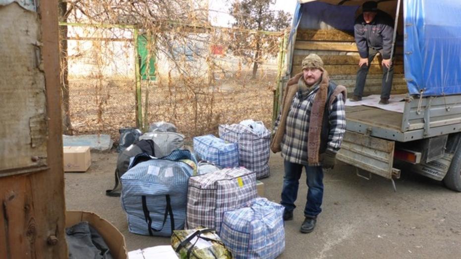 Кантемировцы собрали для луганчан 20 ящиков одежды, продуктов и игрушек