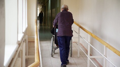 Соцработникам упростили уход за пожилыми и инвалидами в больницах