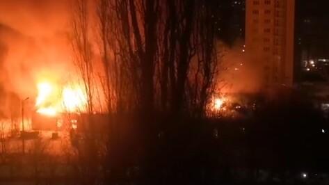 В Советском районе Воронежа сгорели старые военные склады