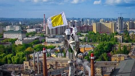 Воронежские руферы установили на высотке флаг геймерского движения