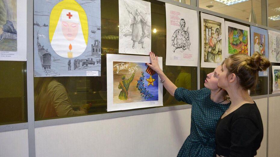 Студенты Воронежского медуниверситета рисунками рассказали о войне