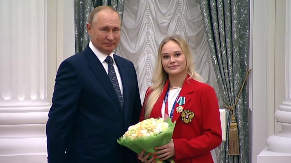 Владимир Путин вручил орден Дружбы олимпийской чемпионке из Воронежа Ангелине Мельниковой