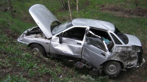 В Воронежской области «ВАЗ» вылетел в кювет: четверо пострадали