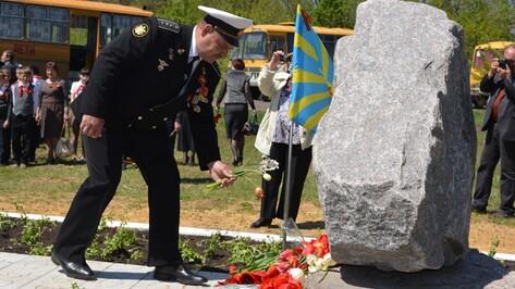 В Калачеевском районе открыли памятный знак на месте военного аэродрома