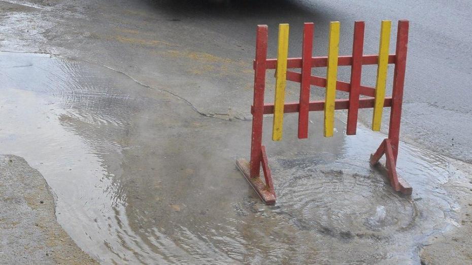 Коммунальную аварию на въезде в Воронеж спровоцировала утечка на водопроводе