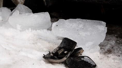 В Воронеже ледяная глыба разбила крышу Volkswagen