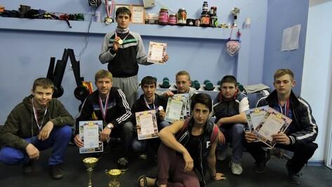 Кантемировские гиревики завоевали 12 медалей на чемпионате области