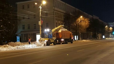 Коммунальщики вывезли 5,3 тыс кубометров снега с воронежских улиц в ночь на 12 февраля