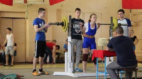 Верхнемамонские школьники заняли призовые места в соревнованиях по пауэрлифтингу в Анне