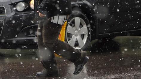 Иномарка насмерть сбила в Воронеже неустановленного мужчину
