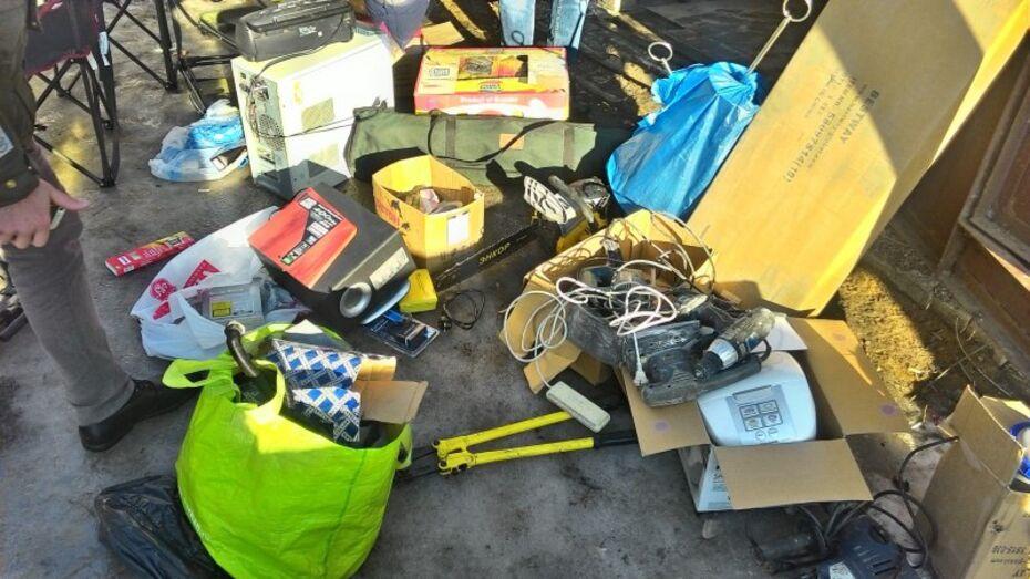 В Воронеже супруги украли золото и мебель из шести квартир