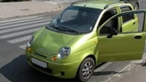 В Воронеже на Левом берегу зрелая автоледи на Matiz на переходе сбила пешехода