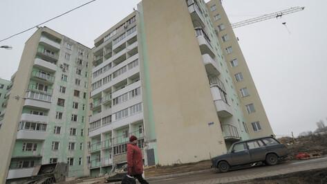 У многоэтажки в Воронеже нашли тело 30-летнего мужчины
