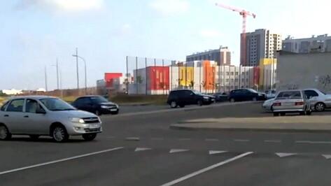 Жители микрорайона Шилово в Воронеже пожаловались на безопасность пути к школе №103