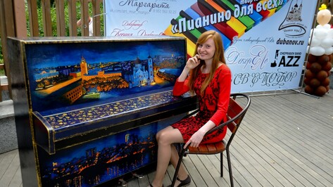 В «Алых парусах» установили пианино с видами Воронежа