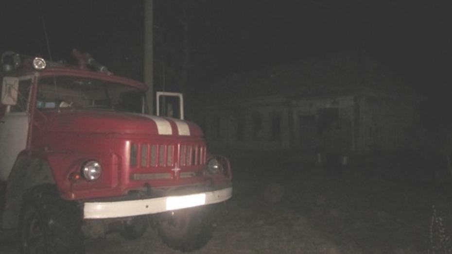 Хозяин дома отравился угарным газом при пожаре в Воронежской области