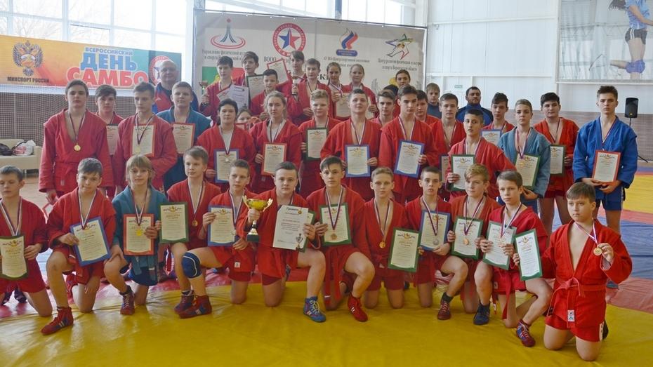 Таловские самбисты выиграли 8 золотых медалей на первенстве области