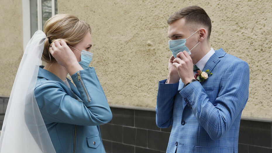 Красивую дату в октябре для свадьбы выбрали 200 воронежских пар