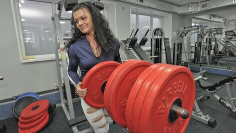 Чемпионка Европы по бодибилдингу из Воронежа заявила, что может поднять 100-килограммового мужчину