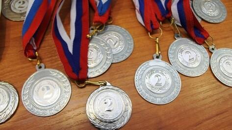 Семилукский спортсмен взял «золото» на областном турнире по самбо