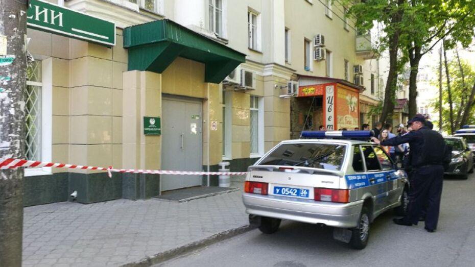 В отделении банка в центре Воронежа мужчина покончил с собой