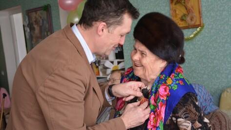 Поворинские женщины-ветераны в преддверии 8 Марта получили юбилейные награды