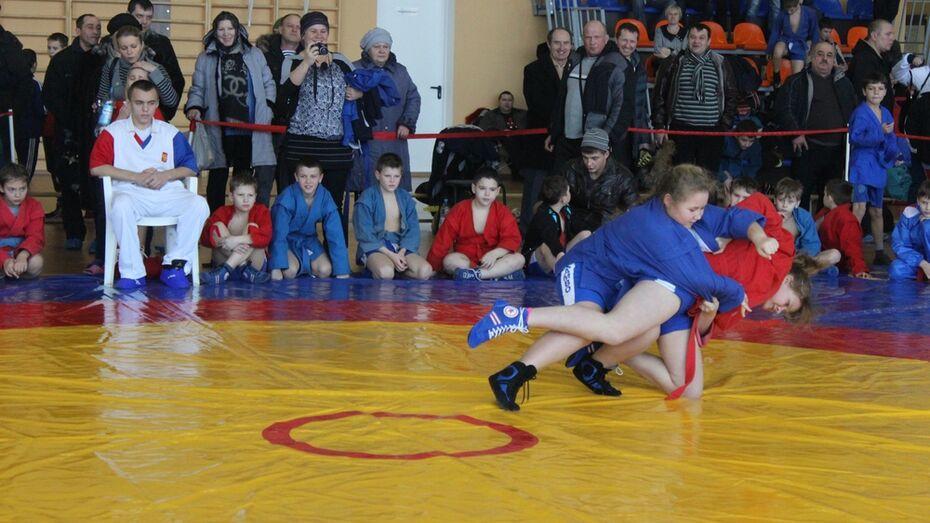 В Таловой прошел новогодний турнир по самбо