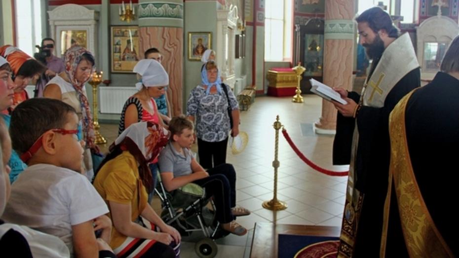 Верующие Россошанской епархии собрали 279 тысяч рублей для детей с ДЦП