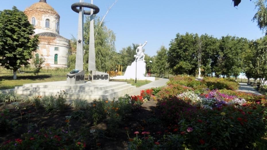 В бутурлиновском селе обновили парк
