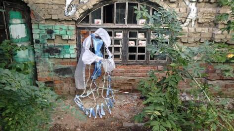 В воронежском музее Крамского открылась выставка скульптур из ткани и проволоки