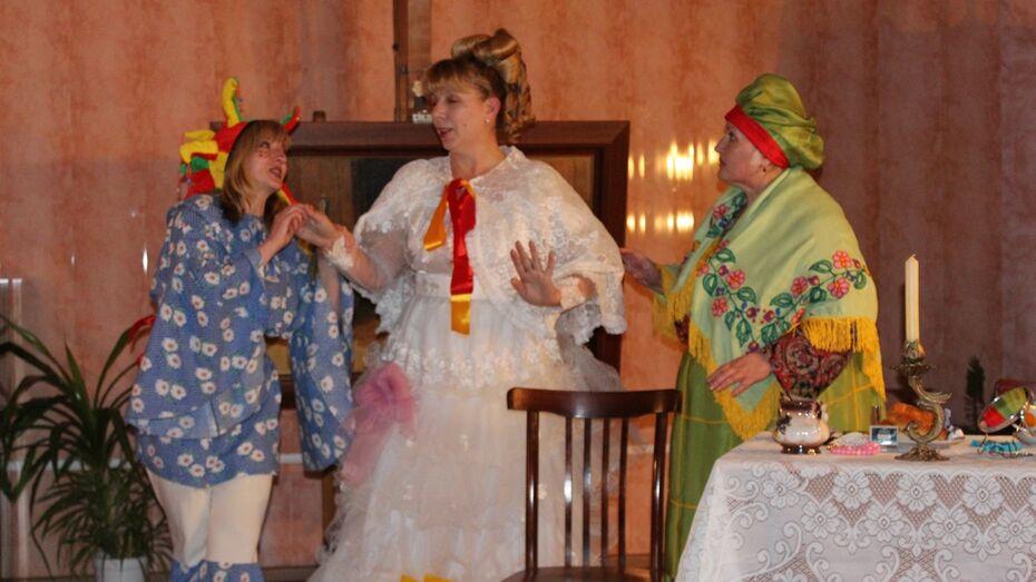 В Лисках «Библионочь-2016» встретили с Чаплином и Мэри Поппинс