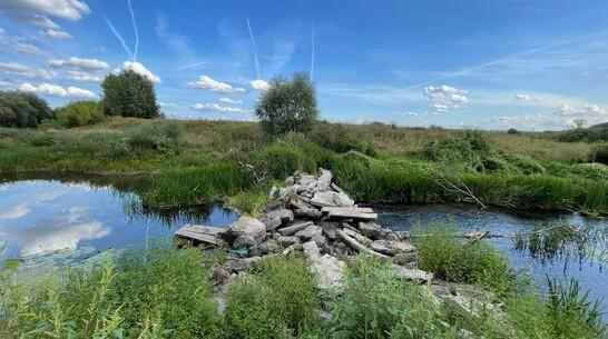 В воронежском селе местные власти перекрыли устье реки Хворостань плитами