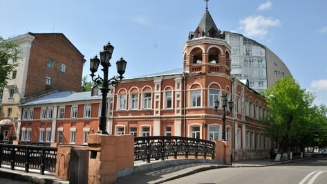 Воронежского историка возмутил регулярный вандализмна Каменном мосту
