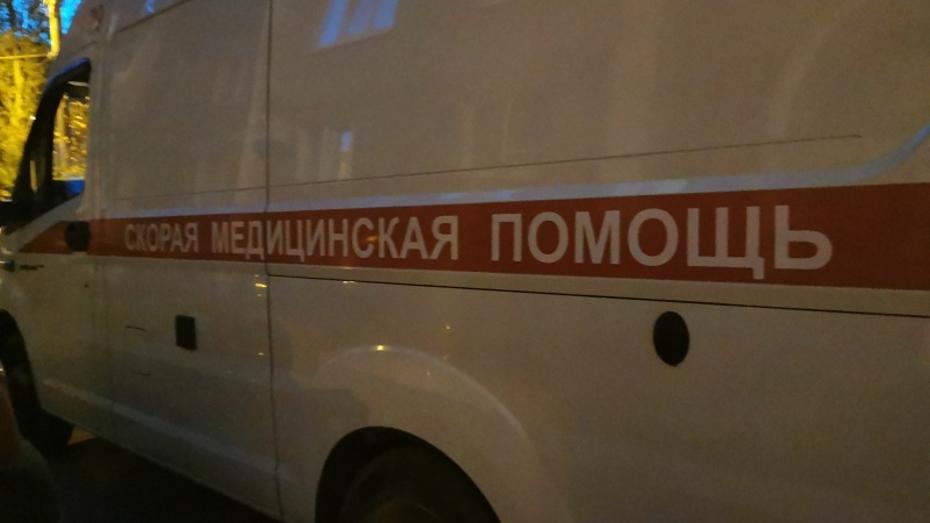 В Воронеже водитель ВАЗа сбил коляску с ребенком на тротуаре