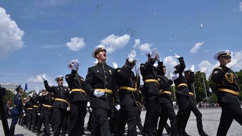 Бросание монет и офицерский вальс. Как в Воронеже прошел выпуск молодых офицеров