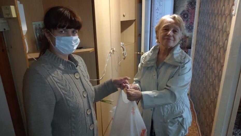 Сотрудники Воронежэнерго поздравили ветеранов-энергетиков с Днем пожилых людей