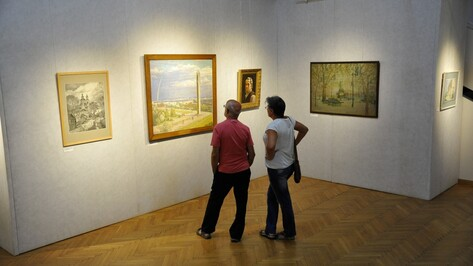 Соцреализм и городские пейзажи. Что посмотреть на выставке «Воронеж и воронежцы»