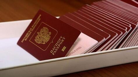 С начала года 2056 воронежцам закрыли выезд за границу из-за долгов