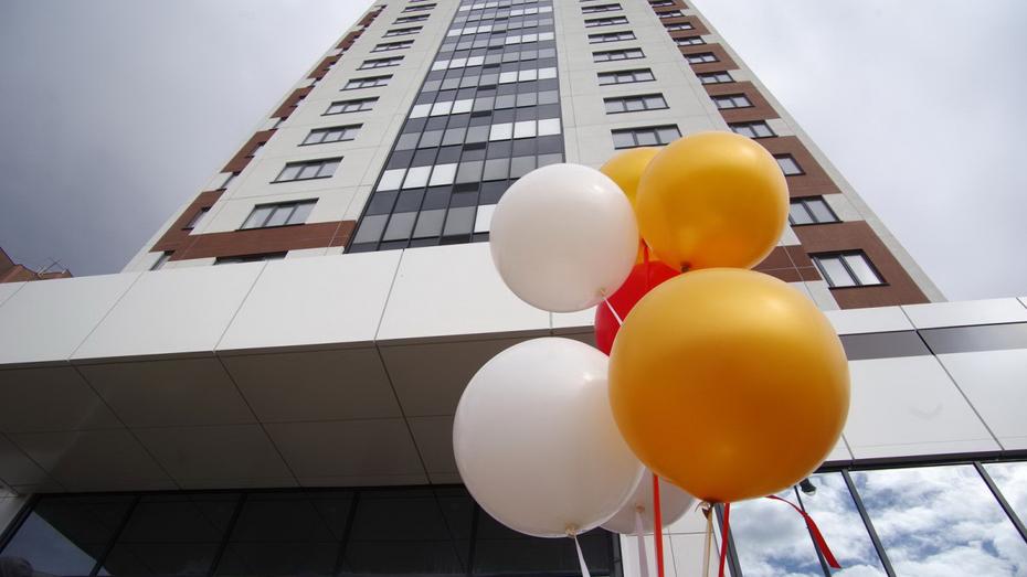 В Воронеже начали заселять первый в РФ дом, построенный с привлечением  эскроу-счетов